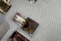 Collezione Swarosk / Eleganza e raffinatezza sono le parole che più descrivono questo mosaico 29x29cm, composto da 16 tessere per foglio. I cristalli glitter, in oro oppure argento, darà a qualsiasi  superficie un effetto brillante. Le numerose sfaccettature ricordano gli swarovski che riflettono in maniera armoniosa.  Colori: Oro; Silver