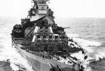 War Ship & Plains / by Abdullah Althani