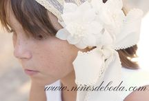 COMPLEMENTOS ARRAS / Canotiers, capotas de rafia, tiaras, diademas, espardeñas personalizadas. Complementos artesanales. Made in Spain. www.niñosdeboda.com