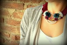 romantic / handmade neckless with flowers and pearls