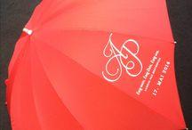 Regenschirm mit eigene Bedrückung / Wir können wirklich alle Regenschirme bedrucken!! Herzregenschirme, Transparente Regenschirme, Werbeschirme, Golfregenschirme, Hochzeitschirme. Wirklich alles.....und ab 1 Stück!