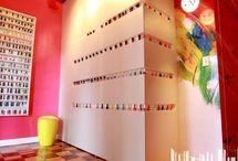 Salão de Beleza / Inspire-se com um compilado de imagens de salão de beleza completo. Saiba os móveis para salão de beleza e qual decoração de salão de beleza usar. Confira tudo sobre salão de beleza decorado para usar no seu negócio. Aproveite! #salaodebeleza #decoracaodesalaodebeleza #moveisdesalaodebeleza
