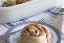 Ciniman rolls and cream cheese icing