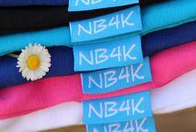 Basic kinderkleding NewBasics4Kids.nl / NewBasics4Kids.nl verkoopt basic kinderkleding (Basic Shirts, Basic Jurkjes, Kinderleggings) in 10 vrolijke, heldere kleuren. Het hele jaar uit voorraad leverbaar. Hip en comfortabel. Made in Holland.