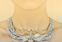 LALIQUE - Jewellery / The latest Lalique Jewellery. Rings, pendants, necklaces, bracelets, earrings, brooches and cufflinks.