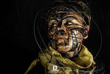 Golden Atmosphere / Una dama en negro y dorado con electrones orbitando su rostro. A lady in black and gold with electrons orbiting his face.