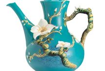 Teapots / A virtual collection in addition to the actual