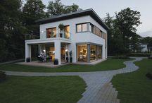 Passivhaus CityLife 700 / #Passivhaus, #Fertighaus  http://www.weberhaus.de/haeuser/baureihen/citylife/  Modernität auf zwei Vollgeschossen  CityLife eignet sich für alle, die im urbanen Lifestyle bauen wollen. Und dabei Ruhe und Harmonie genießen möchten. WeberHaus CityLife erfüllt Ihre ganz besonderen Ansprüche an die eigenen vier Wände und begeistert durch Design und Komfort.   CityLife: Nachhaltig und intelligent vorgeplant.