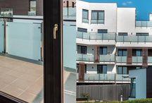 Nasze realizacje - Scandynawian House / Scandynawian House jest przyjaznym, rodzinnym projektem duńskiego dewelopera Sjaelso, położonym w Wilanowie – jednej z najatrakcyjniejszych lokalizacji w Warszawie. W budynku zostały użyte nasze energooszczędne okna drewniane THERMO80.   http://sokolka.com.pl/budownictwo-wielorodzinne/507,osiedle-scandynawian-house-w-warszawie.html