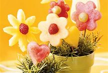 Edible Bouquet Ideas and Centrepieces. / Fancy something pretty and edible to gift someone special or decorate your next party with? You have come to the right place. Yummmm!