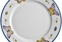 Bella porcelana / Objetos pintados, técnica pintura sobre porcelana / by Ana Elisa Prediger