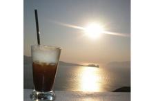 Beautiful sunset in Greece / www.flowmagazine.gr