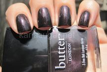 Pretty nails / by Yahpee