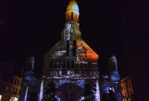 Noël 2015 / Des projections monumentales, en passant par le calendrier de l'avent, le marché de noël des associations et le village sous la neige. Retrouvez les plus beaux clichés d'un noël à Enghien.