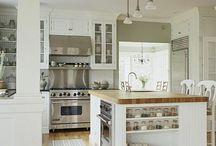 Kitchen islands / by Susan Kinmartin