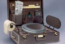 """Toilette da viaggio / La Niban Too Corporation ha dato vita alla """"Gotta Go Briefcase """"(tradotta suona più o meno come Valigetta 'Devo Andare…'), la prima valigetta da lavoro, comprensiva di bagno."""