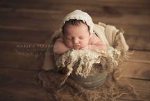 Newborn Bucket Pose / Newborn baby photography poses - bucket poses.