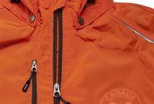 Embossing-merkkaus tekstiiliin / Embossing eli sokkopainatus on suhteellisen uusi tapa merkata tekstiilejä. Erityisesti hieman paksummat tekstiilit ovat edukseen, esim Sofshell takit.