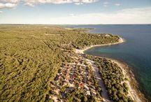 Mobilní domky / Mobilní domy - Mobilní domy Chorvatsko jsou skvělou volbou pro všechny, kdo chtějí bydlet v harmonii s přírodou, v blízkosti moře a zažívat luxus jako v apartmánu.