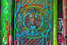 d o o r s / doors around the world