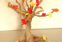 Fall Activities / A compilation of crafts and games to do with your Little.