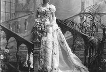 Historische Brautkleider