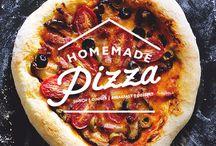 PIZZAS y COCAS / Recetas de pizzas caseras. Ingredientes, utensilios, menaje e ideas para servirla. #RecetaDePizza #PizzaRecipes