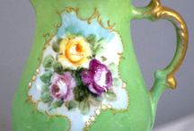 Teapots / Lovely teapots of all shapes, sizes and colors!