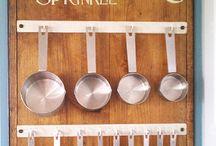 Measuring cup rack