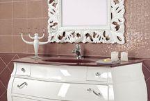 New Baroque / Lo stile Barocco rivisitato in chiave moderna . mobili da bagno disponibili in tinta laccata foglia argento patinata e foglia oro. Euro Bagno bathroom furniture and  Vanity units since 1973