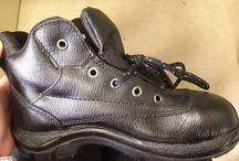 Sepatu Safety Shoes Dr.OSHA Commando Ankle Boot / Sepatu safety untuk kalangan profesional. Terbuat dari Kulit kualitas terbaik, ini adalah pendamping sempurna untuk para pekerja dan pengendara yang aktif. Lindungi selalu diri Anda dengan sepatu safety terpercaya. Sangat cocok digunakan oleh Anda yang bekerja di Proyek, Lab, Kitchen, pabrik. Lets Move!