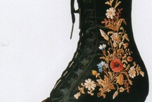 zapatos antiguos / by Montse Liñares Bello