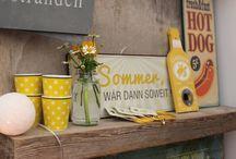 Tante Emmer in Deiner Welt / Hast Du was bei Tante Emmer gefunden? Dann pin doch ein Foto auf diese Pinnwand! Vielleicht ein NOOSA - Schmuckstück, wie es ideal zu Deinem Outfit passt, ein Schild, das perfekt an Deine Wand gehört oder Happy Mugs, die Deinen Tisch decken...