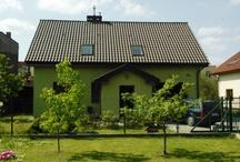 Domy w Gdyni Wielki Kack/ Houses in Gdynia / Gdyńska dzielnica Wielki Kack jest genialnie skomunikowana z północnymi dzielnicami Gdyni, graniczy z Sopotem, a dzięki bliskości Obwodnicy sprawnie dojeżdża się do Gdańska.  Mieszkańcy dzielnicy mogą cieszyć się otaczającymi Wielki Kack lasami należącymi do Trójmiejskiego Parku Krajobrazowego.