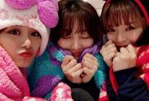 Twice /  Tengo de las demás en otros tableros individuales (menos Mina) :v   JIHYO, NAYEON, JEONGYEON, SANA, TZUYU, MINA, MOMO, CHAEYOUNG y DAHYUN <3  Bias: Momo, Jihyo, Jeongyeon, Dahyun, Chaeyoung y Sana *-*