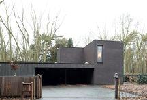lage-energiewoning in houtskeletbouw te Zoersel door ARKANA / Houtskeletwoning, sleutel op de deur afgewerkt, in bosrijke omgeving