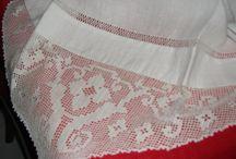 dolce  avvolgente asciugamano di puro lino con merletto e punta giorno  creato interamente a mano