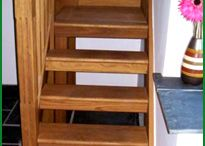 High View American White Oak Stairs / This is a top-quality staircase manufactured all in American white oak.  It was designed to fit in a very tight space, while successfully negotiating a difficult turn. The open treads allow more light through and the fluted newels and spindles give a classic finish to a very well thought out staircase.