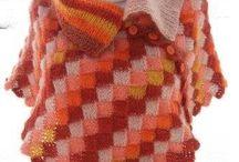 by itu - Ponchot - Sari / Käsin neulomani ponchot kesäillan viileyteen tai toimistojen ilmastolaitteiden vedon suojaksi