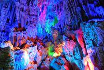 Grotte più Belle del Mondo / In questa Categoria possiamo trovare le grotte più profonde è belle del pianeta. Le grotte racchiuse in questa categoria sono fra le più spettacolari del pianeta. Le formazioni rocciose di queste grotte difficilmente le vedrete nelle altre, e qui ne sono racchiuse le immagini più belle.