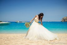 Shipwreck Beach wedding in Zante / Do you dream of a unique wedding, something intimate and completely different to the norm? If yes then why not get married on the famous Shipwreck Cove in Zakynthos, perfect for those who dream of a relaxed and intimate wedding next to the beautiful blue waters of the Ionian Sea.