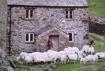 Country Houses / This is a collection of all of the pretty homes I've spotted online. Country homes galore.   Country living, Country home, Cottage, pretty home, pretty house, country cottage, cotswold house, country manor, rural home