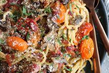 Mushroom and garlic roasted tomatoe spahgetti