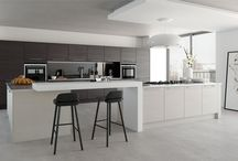 Contemporary kitchens / Contemporary kitchens with natural colors and high gloss finishes