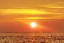 Pôr do sol / Fotos de pôr do sol para inspirar nosso dia, registradas durante minhas viagens pelo mundo. Tem por do sol na praia, por do sol na montanha, por do sol na cidade, nos quatro cantos do mundo em minhas viagens. By Adriana Lage  Sunsets to inspire our days, photos taken by me during my trips around the world.