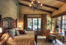 In Camera da letto / Oggetti per un ambiente caldo, classico e accogliente.