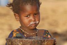 La Laiterie du Berger - La Social Business au service des éleveurs peuls du Nord Sénégal / La Laiterie du Berger valorise le lait collecté auprès des éleveurs peuls, au Nord du pays, en le transformant en yaourts et autres produits laitiers vendus sous la marque Dolima. En assurant un revenu fixe aux éleveurs et en les aidant à améliorer la productivité de leurs troupeaux, la Laiterie du Berger contribue au renforcement du tissu économique local et à une plus grande sécurité alimentaire du Sénégal, pays qui importe plus de 90% du lait consommé.   ©Philippe LISSAC