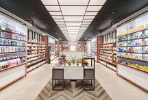 Farmacia Marinoni - Biella / La Farmacia Marinoni: un luogo di nuova concezione dedicato alla prevenzione, alla cura e al benessere, basato sull'aspetto esperienziale, emozionale e sensoriale, capace di offrire vere e proprie occasioni d'interazione e condivisione. Un ambiente contemporaneo e coinvolgente, caratterizzato da un'accattivante e originale scelta di materiali urban capaci di restituire uno stile che riprende le tradizioni del territorio biellese. #pharmacy #design #farmacia #retail #pharmacie #interiordesign