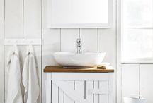 Rustic coastal bathrooms / Bathrooms with a rustic coastal twist