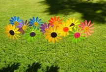 Happy Daisies - Fun,Colour,Movement / Happy Daisies are plastic garden ornaments that spin in the wind and come in many different colours